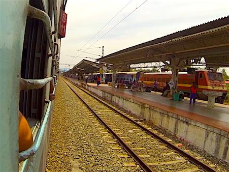 Zugfahren_Indien_guenstig_reisen